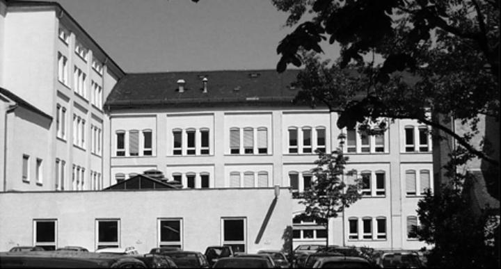 Institutsgebäude des IKT in der Böblinger Straße 70 (c)