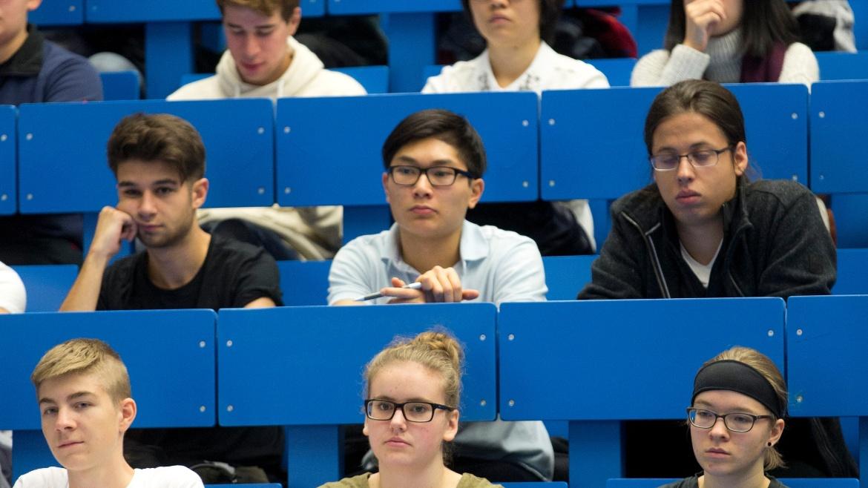 Sie haben Fragen zum Thema Lehre am IKT? Dann kontaktieren Sie bitte unsere Studienbetreuung.